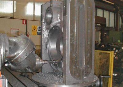 Boiler hopper valve for the evacuation of bottom ash